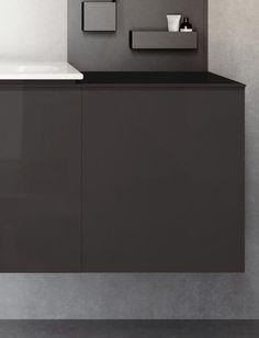 Keramag Acanto: Der Seitenschrank ist eine elegante Stauraumerweiterung für Ihr Badezimmer. Platzieren Sie ihn direkt neben Ihrem Acanto Waschtischunterschrank und freuen Sie sich über eine exklusive, besondere Optik! Im Inneren des integrierten Auszugs finden Sie eine weitere, von außen verborgene Schublade. Besonders hochwertig erscheint der Schrank durch die mit Glas abgedeckte Front. Selbstverständlich profitieren Sie von einer hohen Qualität und feuchtigkeitsbeständigen Materialien. Modern, Cabinet, Furniture, Storage, Design, Home Decor, Acanthus, Collection, Closet Storage