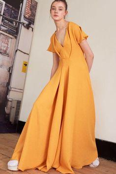 Edeline Lee Spring 2017 Ready-to-Wear Fashion Show Fashion 2017, Spring Fashion, Fashion Show, Fashion Outfits, London Fashion, High Fashion, Day Dresses, Nice Dresses, Oversize Mantel