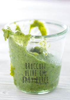 I talked about sharing this rather easy-peasy recipe all the way back in  December (yikes that is like 1-2-3 months ago)and I have finally gotten  around to it. High-five me!!  As I have talked about before, broccoli just isn't my thing. I like the  thought of it - a super green vegetable that