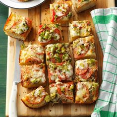 Vegetable & Cheese Focaccia Recipe -My family eats this flavorful bread as fast as I can make it. Sometimes I add different herbs, red onion or crumbled bacon. It's one of my best recipes! Bread Machine Recipes, Easy Bread Recipes, Cooking Recipes, Quick Bread, Cheese Recipes, Grilling Recipes, Snack Recipes, Bagels, Tortillas