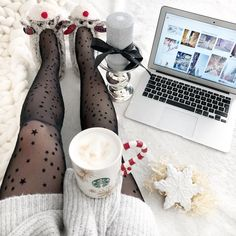 """Polubienia: 3,571, komentarze: 176 – @neecik na Instagramie: """"Uwielbiam ten czas! 🐼✨💫❄️🎄💗 #goodmorning #coffee #cofeetime #coffeecup #christmas #christmastime…"""""""