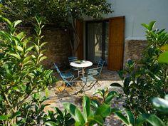 - Poeta - Encis d´Empordà - Hotel rural amb encantament en Girona