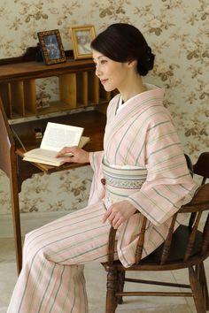 Kimono Japan, Japanese Kimono, Japanese Outfits, Japanese Fashion, Ethnic Fashion, Kimono Fashion, Japanese Costume, Traditional Dresses, Kimono Dress