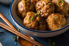 Aprenda a como fazer almôndega de soja, receita rápida e fácil, ideal para pessoas que não consomem carne. Confira aqui.