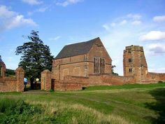Bradgate.Edward Grey's son Sir John Grey of Groby married Elizabeth Woodville,who after John's death married King Edward IV.Their son Thomas Grey,1st Marquess of Dorset  prepared for building Bradgate House in the late fifteenth century but died before he was able to begin.It was his son Thomas Grey,2nd marquis of Dorset who built Bradgate House,the likely completion date being 1520.Subsequently it was the home to the Grey sisters,which included Jane,Katherine and Mary.