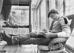 Mikhail Baryshnikov reading a book. People Reading, Woman Reading, Love Reading, Reading Books, Guys Read, How To Read People, I Love Books, Good Books, Books To Read