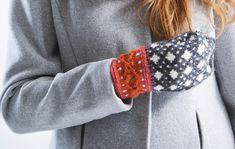 Neulo itsellesi tai lahjaksi kauniit lapaset, joissa on älypuhelimen käyttöä helpottavat kolot etusormille. Ota ohje talteen! Knitted Mittens Pattern, Knit Mittens, Knitting Socks, Wool Socks, Fair Isle Knitting, Some Ideas, Handicraft, Fingerless Gloves, Arm Warmers