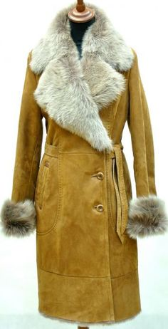 a sheepskin coat female with fur Tuscany Shearling Coat, Fur Coat, Fox Fur Jacket, Sheepskin Coat, Dress Trousers, Fashion Forever, Winter Trends, Black Women Fashion, European Fashion