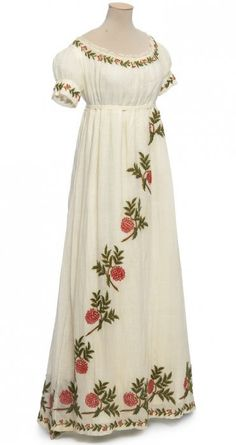 Dress, France, circa 1805-1810. Cotton muslin with wool embroidery and Valenciennes lace.