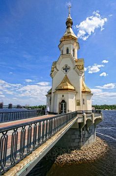 This small church is dedicated to Nicholas Naberezhny (Nicholas by the River), the patron saint of sailors and others journeying along the river to do business. It is a beautiful small chapel in Kiev, Ukraine. Church Architecture, Beautiful Architecture, Beautiful Buildings, Beautiful World, Beautiful Places, St Nicholas Church, Houses Of The Holy, Cathedral Church, Old Churches