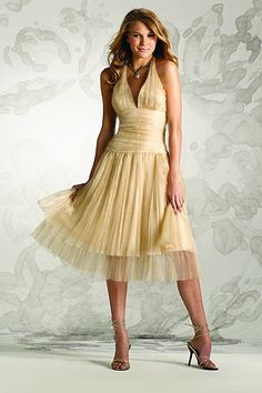 Love this vintage bridesmaid style dress...