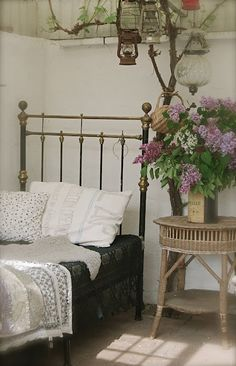 lovely cottage style decor - oh to have arm-fulls of lilacs to display!