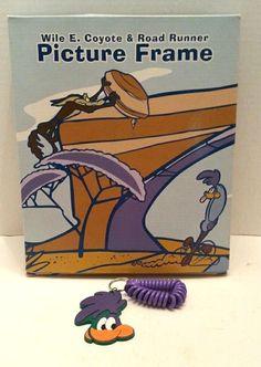 Roadrunner Wile E Coyote Picture Frame Roadrunner Key Chain NEW VTG 1994