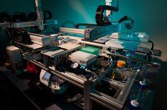1. Construirea unui aparat de editare a ADN -ului uman. O echipă din Massachusetts a construit o mașinărie capabilă să editeze AND-ul. Ar însemna că doctorii vor avea în curând abilitatea de a edita literele ADN-ului care codează bolile ereditare, din genomul uman, putând face corpul imun la viruși periculoși. Dacă ADN-ul care este editat se află într-o bacterie, ar putea transforma microorganismului într-o mică fabrică producătoare de medicamente, sau chiar de combustibili noi.