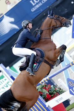 Ben Maher aboard Urico win the Vienna Master   great rider look how he keeps his lower body off the horse