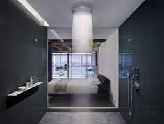 banheiro paredes escuras chuveiro teto rasgo iluminacao