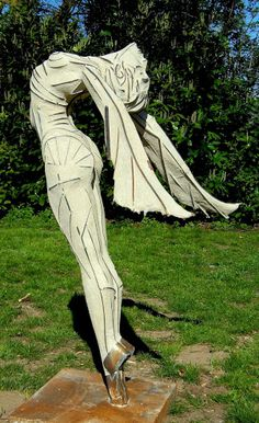 Ruud Schrijvershof - ON TOP OF THE WORLD. Welded iron frame filled out with natural stone compound. 140 cm. #figure