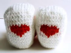 Chaussons bébé rouge et blanc coeurs : Mode Bébé par creations-fait-main-divers