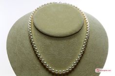 Pearl Necklace white TOP 6-6½mm in Gold 18K Collana Perle bianche TOP 6-6½mm in Oro 18K #jewelery #luxury #trend #fashion #style #italianstyle #lifestyle #gold #store #collection #shop #shopping  #showroom #mode #chic #love #loveit #lovely #style #all_shots #beautiful #pretty #madeinitaly #necklaces #necklacesforsale