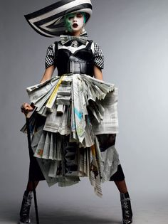 Black and White Avant-garde ~ Cara Delevigne - Vogue gioiello marzo 2011 Foto Fashion, Weird Fashion, Runway Fashion, Paper Fashion, Fashion Art, Fashion Design, Dress Fashion, High Fashion, Circus Fashion