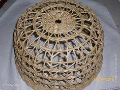 Hail residentes Masters País !!!!  Esto se trenzó a la orden nuevo faro con… Paper Furniture, Weaving Designs, Cardboard Paper, Weaving Art, Wicker Baskets, Quilling, Arts And Crafts, Wool, Diy