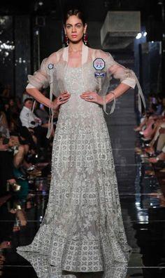 Falguni Shane Peacock x Farah Khan - Lakme Fashion Week AW 17 - 13