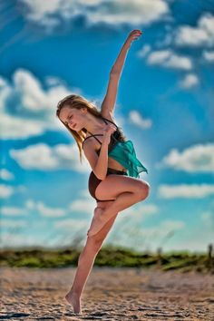 Miss Mia - mia-diaz Photo Mia Diaz, Dance 4, Dance Poses, Ruslana Korshunova, Autumn Miller, Big Drama, Dance Photo Shoot, Drama Free, Body Shots