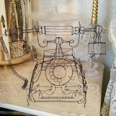 #wireart #wire #wiresculpture #wirework #wireartist #art #handmade #wirecraft #wirechandelier  #アンティーク #手作り #ハンドメイド #ワイヤーアート #ワイヤークラフト #針金 #ワイヤー #針金アート #インテリア  #interior #antiquephone #phone #telephone