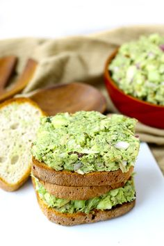 Avocado tuna salad sandwich - Plus an entire roundup of Healthy Packable Lunch Ideas - #Recipes #FitFluential