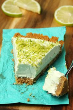 This deliciously lime flavored pie has a perfect mousse texture and is wonderfully sweet and tart at the same time. Dairy Free Key Lime Pie, Vegan Key Lime Pie, Vegan Pie, Raw Vegan, Vegan Butter, Vegan Food, Vegan Sweets, Vegan Desserts, Dessert Recipes