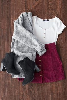 Who doesn't love a cute little corduroy skirt? Who doesn't love a cute little corduroy skirt? Teen Fashion Outfits, Mode Outfits, Look Fashion, Autumn Fashion, Fashion Art, Womens Fashion, Trendy Fashion, Ladies Fashion, Fashion Dresses