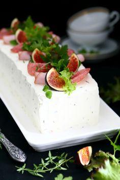 Meetvursti-kinkku -voileipäkakku - Suklaapossu Savory Pastry, Savoury Cake, Sandwich Cake, Sandwiches, Appetizer Salads, Food Decoration, Cake Smash, Love Food, Cake Decorating