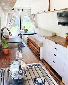 Have a look at our web-site for a whole lot more relating to this awesome van life boho Tiny House Family, Tiny House Living, Small Living, Van Conversion Interior, Camper Van Conversion Diy, Sprinter Conversion, Bus Life, Camper Life, Rv Campers