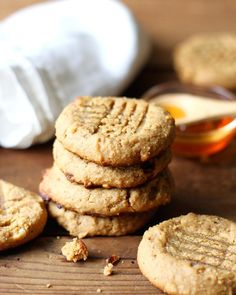 Paleo Peanut Butter Cookies are healthy cookies with no flour and no sugar that tastes out of this world! A clean, low carb treat! Paleo Pumpkin Pie, Pumpkin Pie Recipes, Cookie Recipes, Paleo Recipes, Paleo Peanut Butter Cookies, Healthy Cookies, Paleo Dessert, Dessert Recipes, Desserts