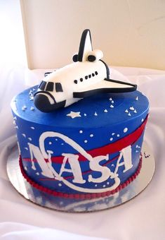 nasa NASA cake by Sweet Treets Bakery - For all your cake decorating supplies, please visit ww Birthday Party Themes, Boy Birthday, 65 Birthday Cake, Birthday Ideas, Solar System Cake, Nasa Party, Gateau Harry Potter, Rocket Cake, Outer Space Party