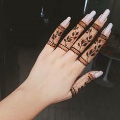 Are you interested to adore simple mehndi designs on palm on chand rat? Mojaritoy of the girls and women move to the mehndi artists or saloons for the best mehndi design. Modern Henna Designs, Floral Henna Designs, Finger Henna Designs, Henna Art Designs, Indian Mehndi Designs, Mehndi Designs For Beginners, Mehndi Design Photos, Mehndi Designs For Fingers, Wedding Mehndi Designs