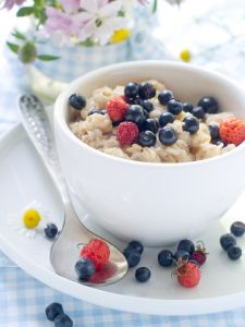 Leftover stir-fry rice instantly becomes Brown Rice & Berry Porridge. How easy is that? Wheat Free Recipes, Sugar Free Recipes, Oats Recipes, Healthy Recipes, Healthy Snacks, Recipies, Porridge Recipes, Gf Recipes, Healthy Breakfasts
