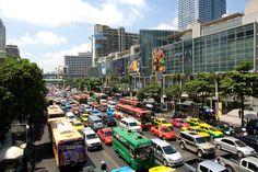 ラチャダムリ道の交通渋滞 (c)DORIAN WEBER/SEBUN PHOTO