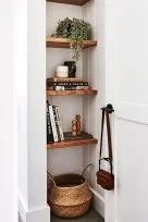 stunning small entryway ideas Built-in shelving by the front door adds character to the entryway not to mention some bonus storage!Built-in shelving by the front door adds character to the entryway not to mention some bonus storage! Decoration Hall, Doorway Decorations, Decoration Entree, Christmas Decorations, Small Entryways, Small Hallways, Farmhouse Side Table, Home And Deco, Storage Baskets