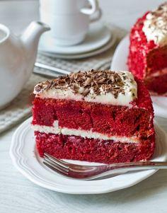 """В преддверии Дня святого Валентина хочу поделиться с вами рецептом традиционного американского торта """"Red Velvet"""" или, говоря русским языком, """"Красный бархат"""". За счет красного оттенка бисквита этот торт прекрасно подходит ко дню всех влюбленных. А уж если сделать его в виде сердца, то тематика будет выдержана в полной мере  Для придания красного цвета в [...]"""