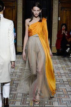 Guarda la sfilata di moda Vionnet a Milano e scopri la collezione di abiti e accessori per la stagione Collezioni Autunno Inverno 2017-18.