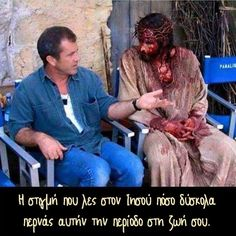 """Mel Gibson with actor Jim Caviezel (""""Jesus"""") on the set of """"The Passion of the Christ"""" Jim Caviezel, Mel Gibson, La Passion Du Christ, Image Jesus, Wow Photo, Jesus Pictures, Funny Pictures, Funny Pics, Funny Images"""