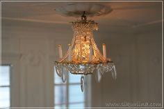 the salon with  a glorious sparkly  chandelier from llinnanneito.blogspot.be