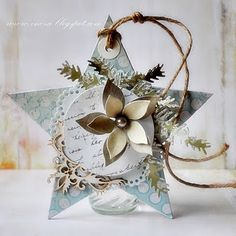 Lovely Christmas gift tag—the natural elements mixed with the decorative, makes a pretty combination.