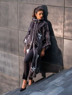 Explore the latest SARIGIANNI collection of real fur coats and bags. Modern & elegant mink coats, shearling jackets, fur-trimmed cashmere coats and more. Shearling Jacket, Fur Coat, Cashmere Coat, Fur Fashion, Innovation Design, That Look, Collections, Poses, Boutique