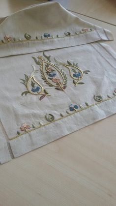 Turk isi ***** Embroidery Suits, Beaded Embroidery, Embroidery Stitches, Embroidery Patterns, Hand Embroidery, Machine Embroidery, Vintage Underwear, Turkish Fashion, Cut Work
