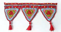 Crochet triangles wall hanging pattern by The Lazy Hobbyhopper