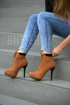 Only Fashion: Cozy Winter Booties Make Warmer Your Winter Look Schuhe Booties cozy Fashion Warmer Winter Hot High Heels, High Heel Boots, Heeled Boots, Bootie Boots, Shoe Boots, Ankle Boots, Fancy Shoes, Pretty Shoes, Beautiful Shoes