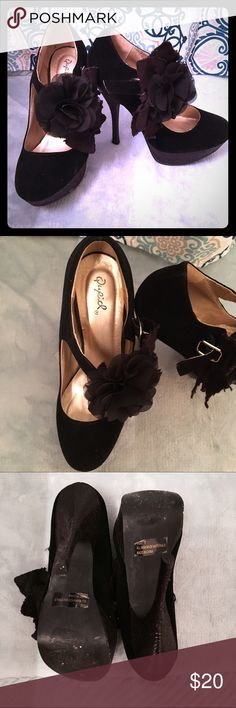 Qupid® Black Platform Floral Heels Size 7. Worn once. Great condition. Box is not included. Bundle to save 10%!                                                         ❕TOP RATED SELLER❕                📦 FAST SHIPPING‼️📦                💕 Quick Responses!💕                👌🏼Bundle to save 10%! Qupid Shoes Heels
