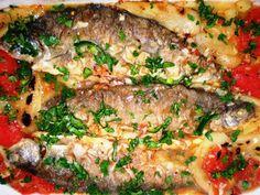 Saramură de păstrăv Romanian Food, Romanian Recipes, Tasty, Yummy Food, Jamie Oliver, Meatloaf, Salmon Burgers, Food And Drink, Beef